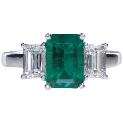 18K White Gold Brazilian Emerald/Diamond Ring | RE0OC0600157Q